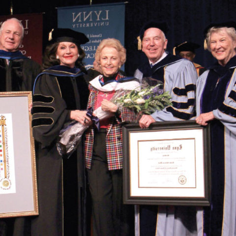 Elaine Wold receives doctorate at 365体育网站.