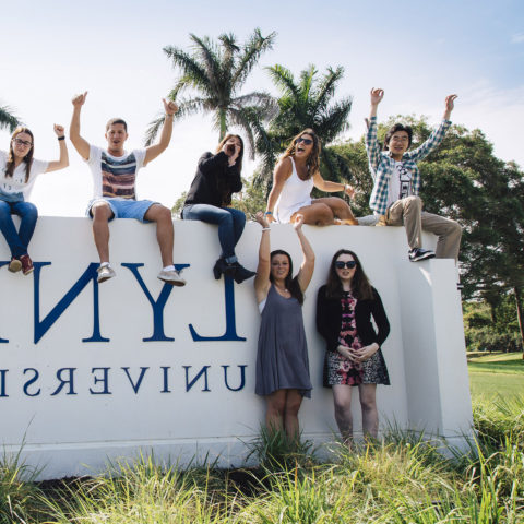 Students pose outside on 365体育网站 sign in Boca Raton.